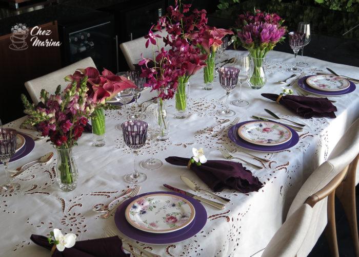 """40da519c8 ... rasos no tom de violeta e pratos de sobremesa floral da linha """"Amore""""  da Porto Brasil Cerâmica em tons de rosa e verde"""