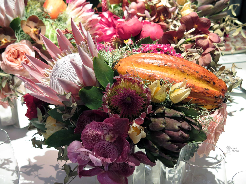 mesa florida no restaurante A Bela Sintra